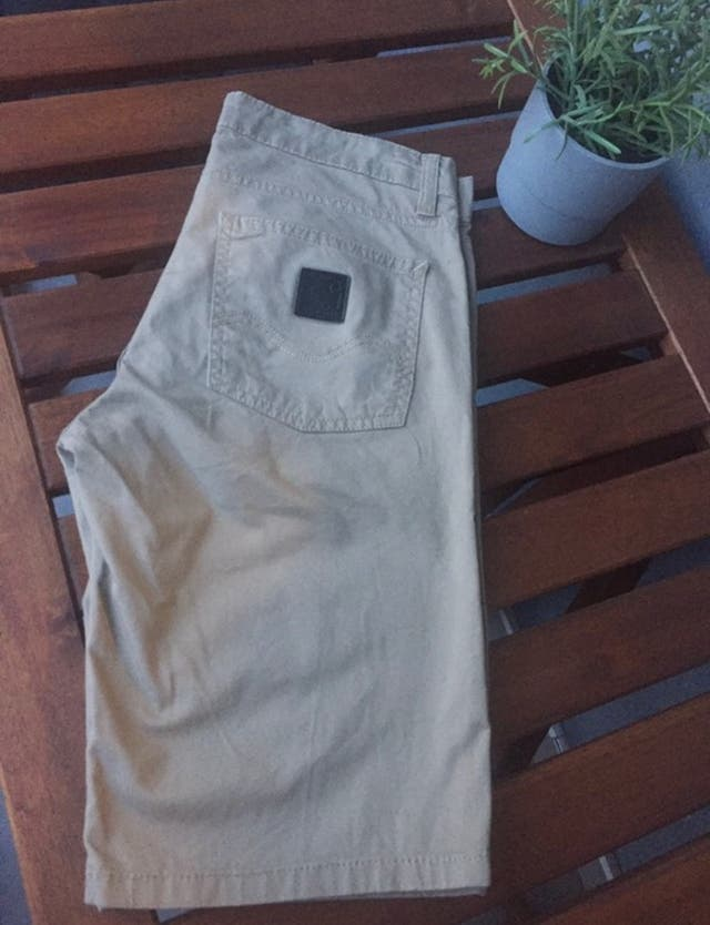 Pantalón marca Carhartt beige