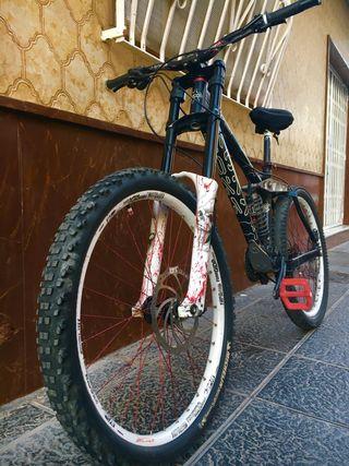 Bicicleta descenso kona