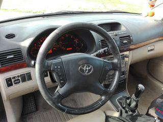 Toyota Avensis 2004