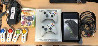 Consola Xbox 360 con 2 mandos y accesorios