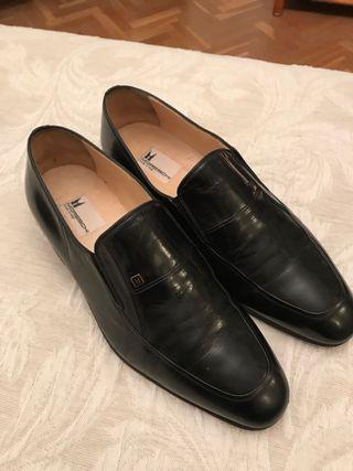 Zapatos de lujo.