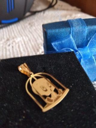 Colgante de oro 18k, con sello