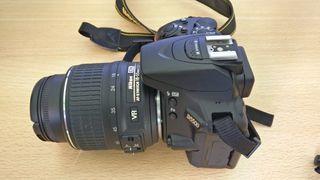 Reflex Nikon D5500 con objetivo 18-55