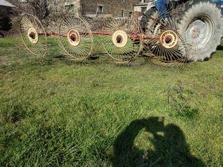 Rastrillo hierba girasoles