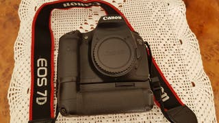 Camara Canon 7D, con Grip Canon BG-E7, Cargador