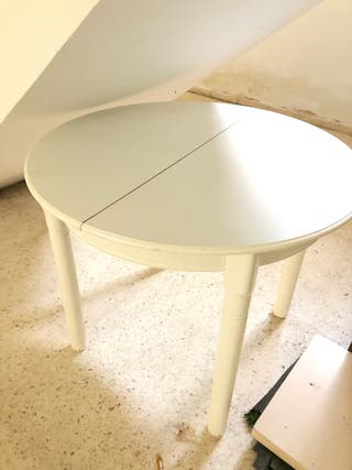 Mesa de madera extensible y 3 sillas
