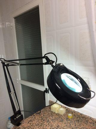 Lámpara flexo con lupa