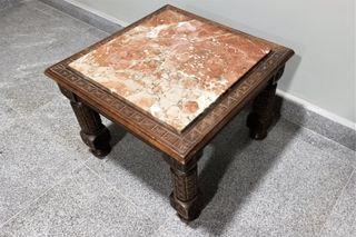 Antigua mesa o mesilla en madera tallada y mármol