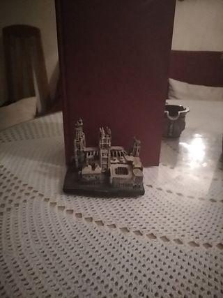 soporta libros o figura catedral de burgos