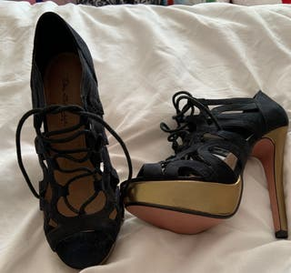 Size 6 Heels New with labels