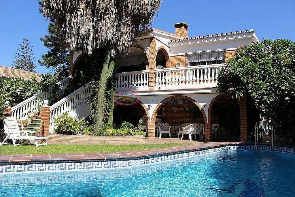Villa en venta en Rincón de la Victoria (Torrox, Málaga)