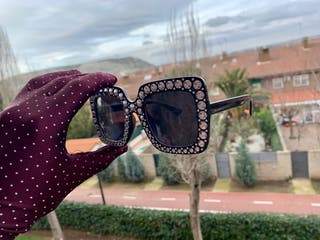 Gafas negras diamantadas