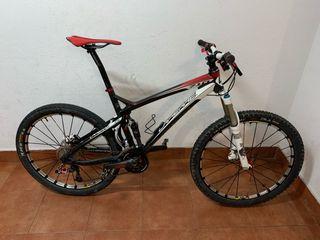 Bicicleta btt doble suspensión