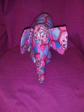 Elefante de tela africano