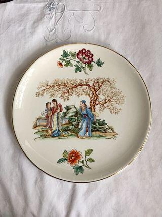 Antiguo plato chino de cerámica