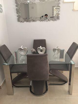 Mesa de diseño con 4 sillas nuevas acero ino