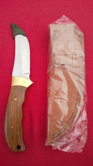 Cuchillo de cocina acero con vaina de cuero