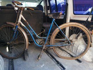 bicicleta antigua/ antigüedad / para restaurar.