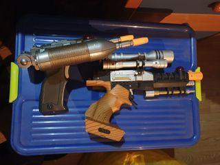 Dos pistolas de juguete de star wars