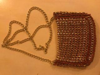 Bolso de fiesta de ganchillo y cadena oro
