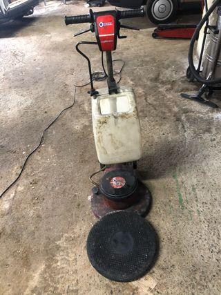 Maquina lavar suelos fregadora