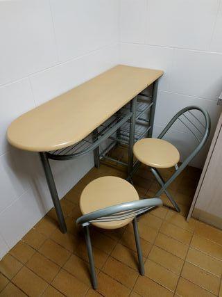Mesa de cocina con dos taburetes