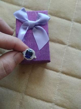 anillo chapado plata brillantes y zafiro talla 15