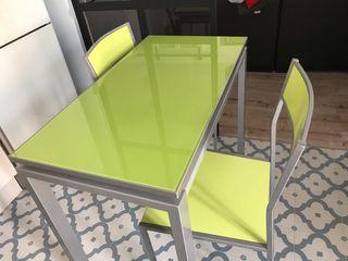 Juego mesa y sillas de cocina.