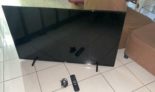 """TV LED 50"""" 4k con 6meses y golpe en la pantalla"""