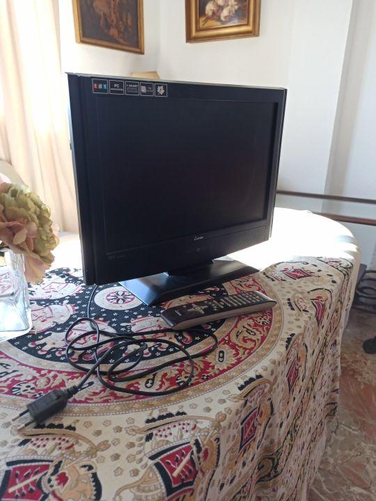 multipantalla de ordenador y televisión