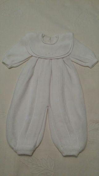 Traje de bebé blanco