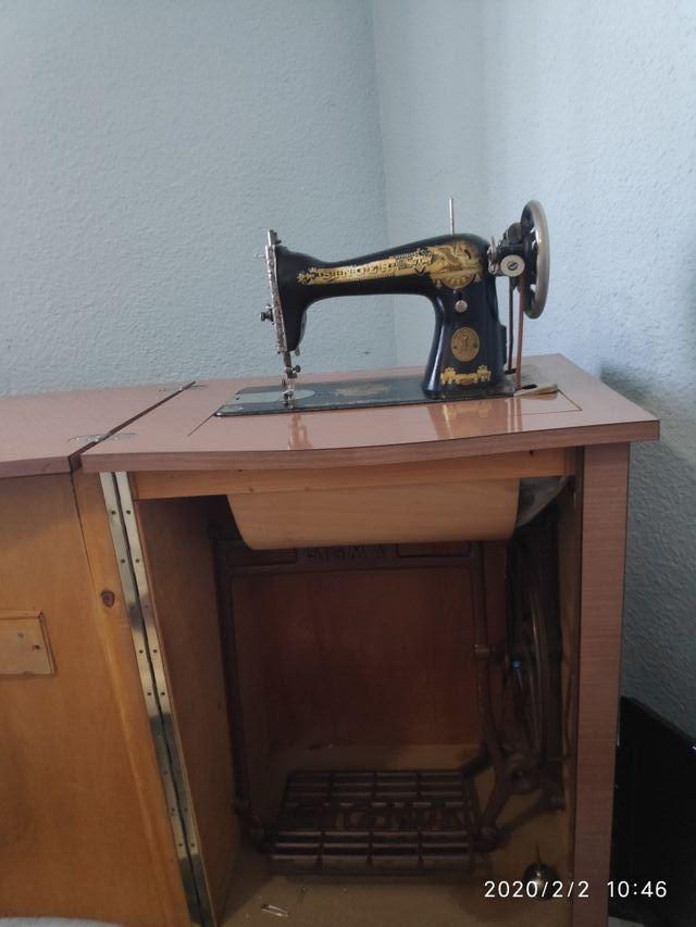 Maquina de coser antigua SINGER con mueble de segunda mano