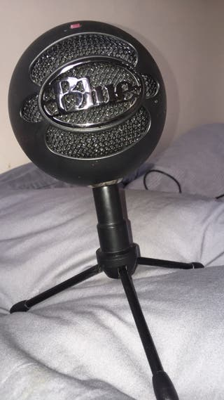 Blue Snowball Microphone For Gaming and Recording