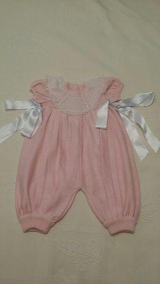 Traje de bebé rosa