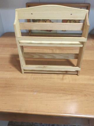 Estantería pequeña de madera