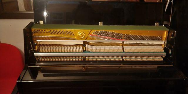Afinación de piano y mantenimiento.