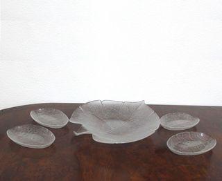 Fuente con forma de hoja y cuatro fuentes ovaladas