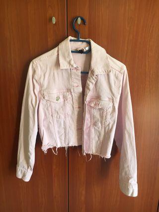 Chaqueta tejana corta rosa claro de H&M
