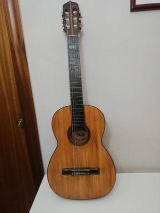 Guitarra clásica romántica Española