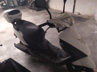 Se vende ciclomotor de 4 tiempos Riya Xenon de 49c