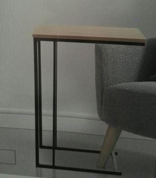 Mesa auxiliar estilo nórdico