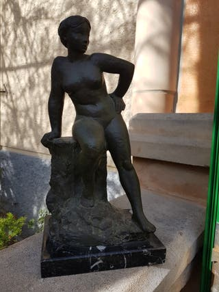 estatua de mujer