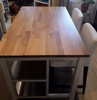 mesa/barra de cocina con sillas taburete