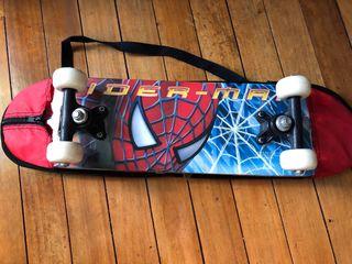 Mini monopatín Spiderman