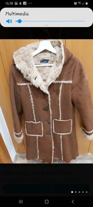 Abrigo mujer con pelito y capucha