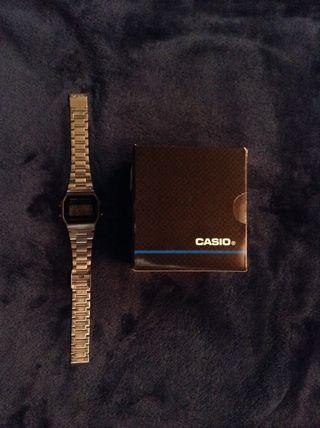 Reloj digital CASIO estilo vintage