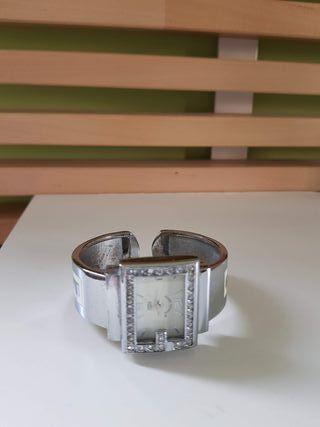 Reloj plateado de pulsera mujer.
