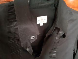 camisa negra Calvin Klein