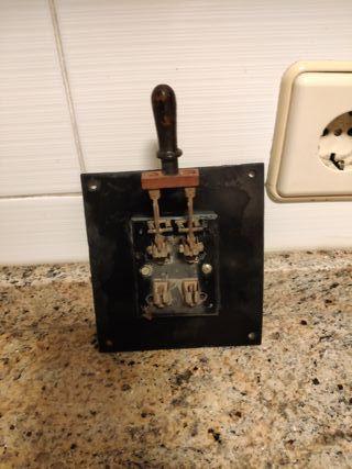 Interruptor de cuchillas del siglo XIX