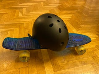 Monopatín + casco